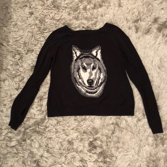 Forever 21 Sweaters - FOREVER 21 Black Long Sleeve Wolf Sweater